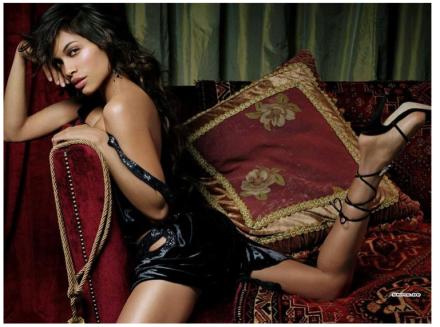 Rosario Dawson: Fashionably Delicious